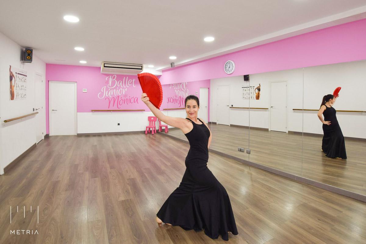 Mónica en su Escuela de Danza