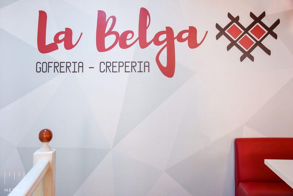 Diseño de logotipo, vinilo en pared, La Belga